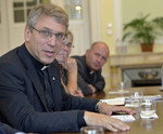 Church leaders make pastoral visit to Hungary amid refugee crisis